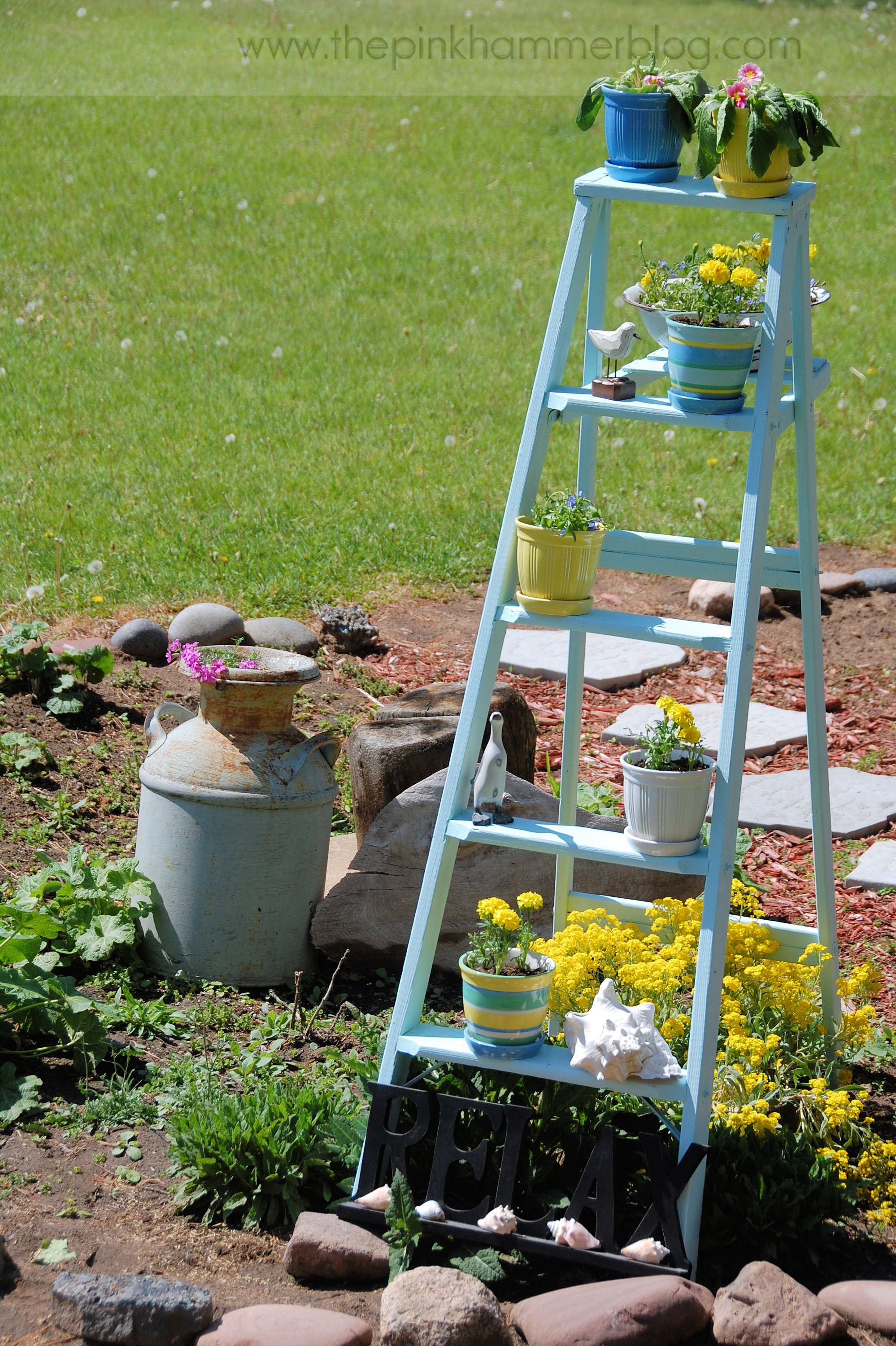 how to turn an old ladder into a beautiful plant stand simple garden diy the pink hammer blog. Black Bedroom Furniture Sets. Home Design Ideas