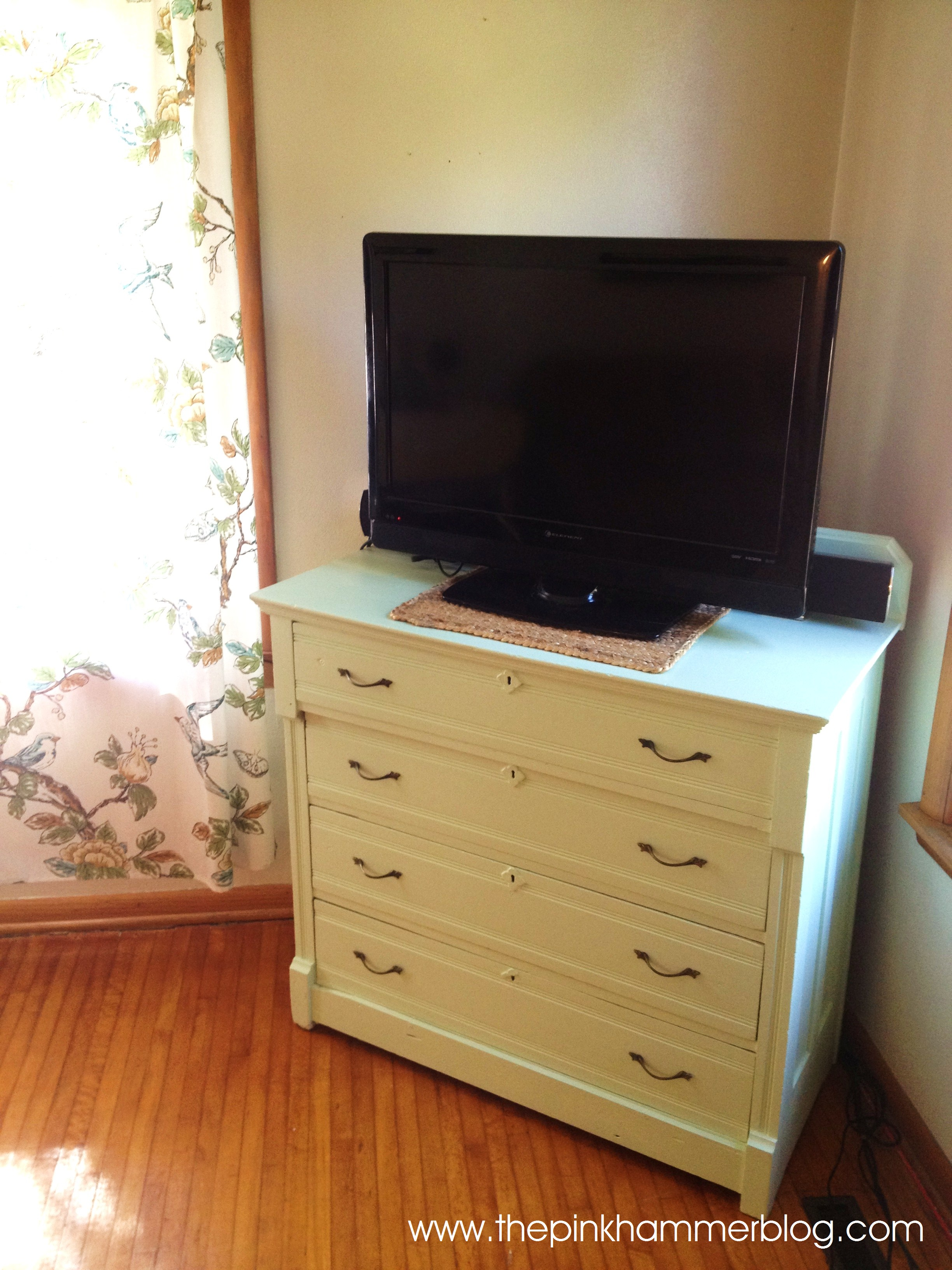 from dresser to tv stand in under 60 minutes the pink hammer blog. Black Bedroom Furniture Sets. Home Design Ideas