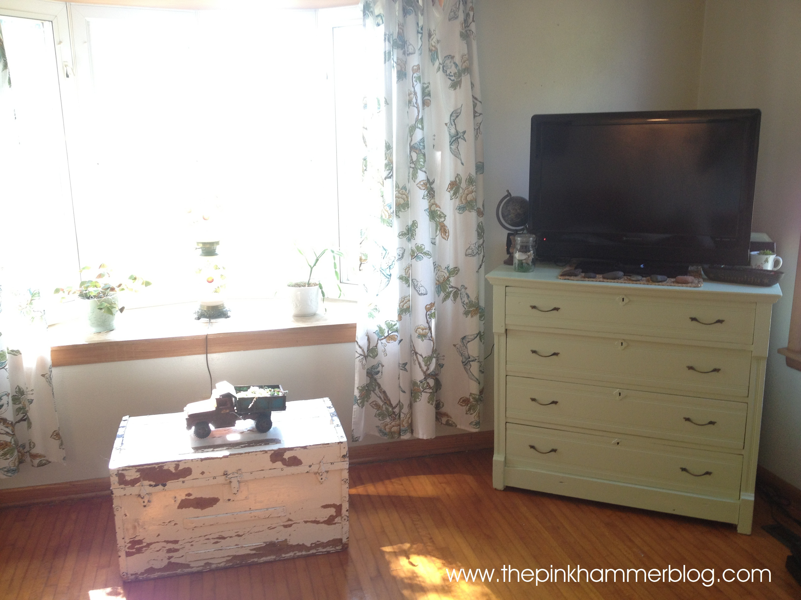 lots combo dresser stand colors big charming inspirations bedroom with console also lamps for images tv enchanting
